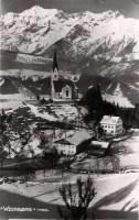 Kirche St. Peter mit Mesner (li.) und altem Widum (re.)